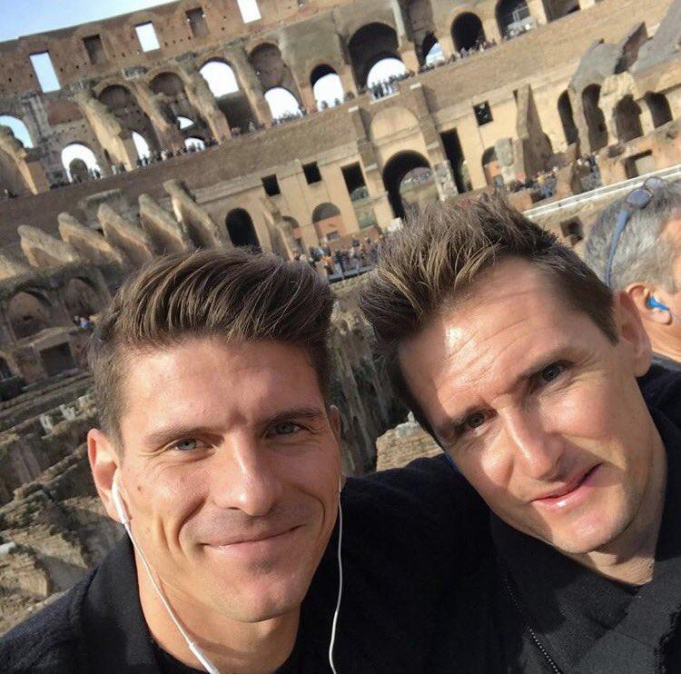 With my coach....😎😁 #Miro #Colosseum #Roma @DFB_Team https://t.co/zHlVbRs1RP
