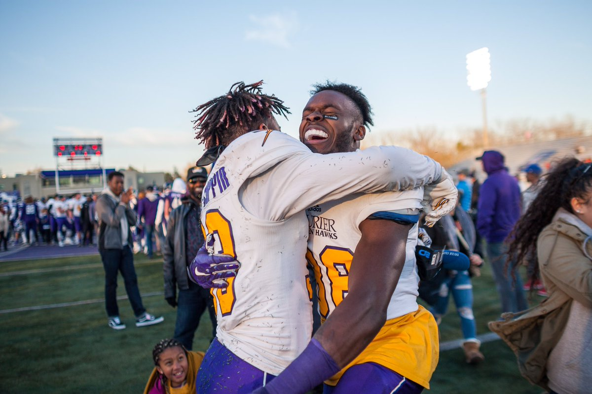 #GoldenHawks celebrate after winning #2016YatesCup against #Mustangs in close game #OUAfootball (