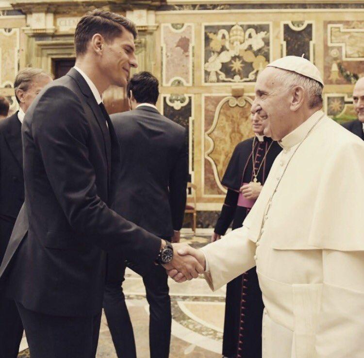 It was a pleasure! ☺️ What a cool pope! 🤘🏽 #DieMannschaft #pope #vatican #thankyou https://t.co/a7BXrGeiRQ