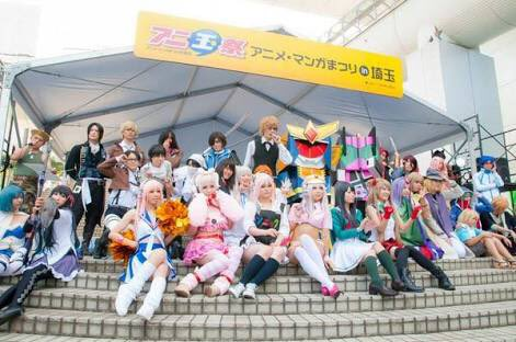 11/14は #埼玉県民の日 埼玉のアニメイベントアニ玉祭でのコスプレステージの集合写真をアップしてみる。1枚目2014
