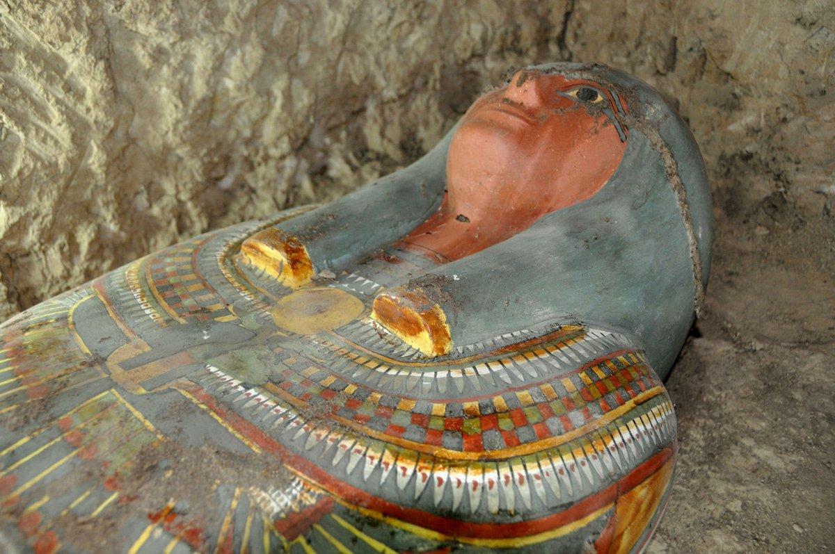 Une momie de 3 000 ans a été retrouvée intacte près de Louxor ! By ledauphine.com CxOKN9wXAAAHOfb