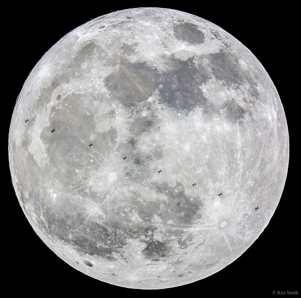 Today's @apod is absolutely breathtaking! #ISS and #supermoon  https://t.co/xwc0CixyUn #supermoon2016 https://t.co/2otMq2RJN8