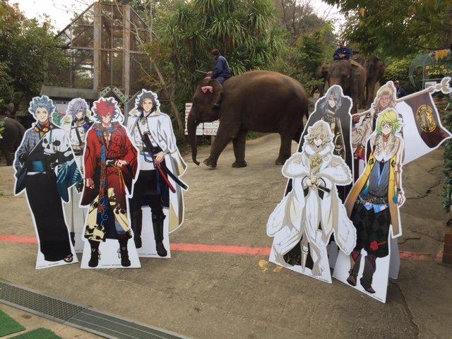 おお、ゾウさんが行進しているぜよ!!(龍馬)初めて見るが、ゾウとはこんなに大きいものなのか。圧巻だな(土方)オー、ブラボ