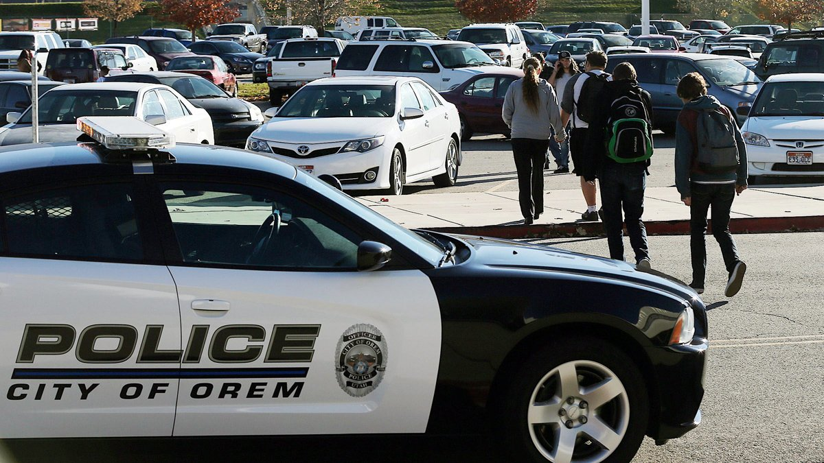 Teen in custody after 5 students stabbed at Utah high school