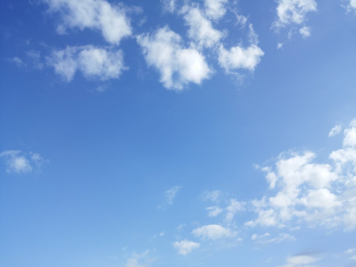 今日は『絶対的晴天青空』の発売日を祝うかのような、清々しい青空ですね♪⊂(^ω^)⊃#aki#出口陽#クレゲ#絶対的晴天