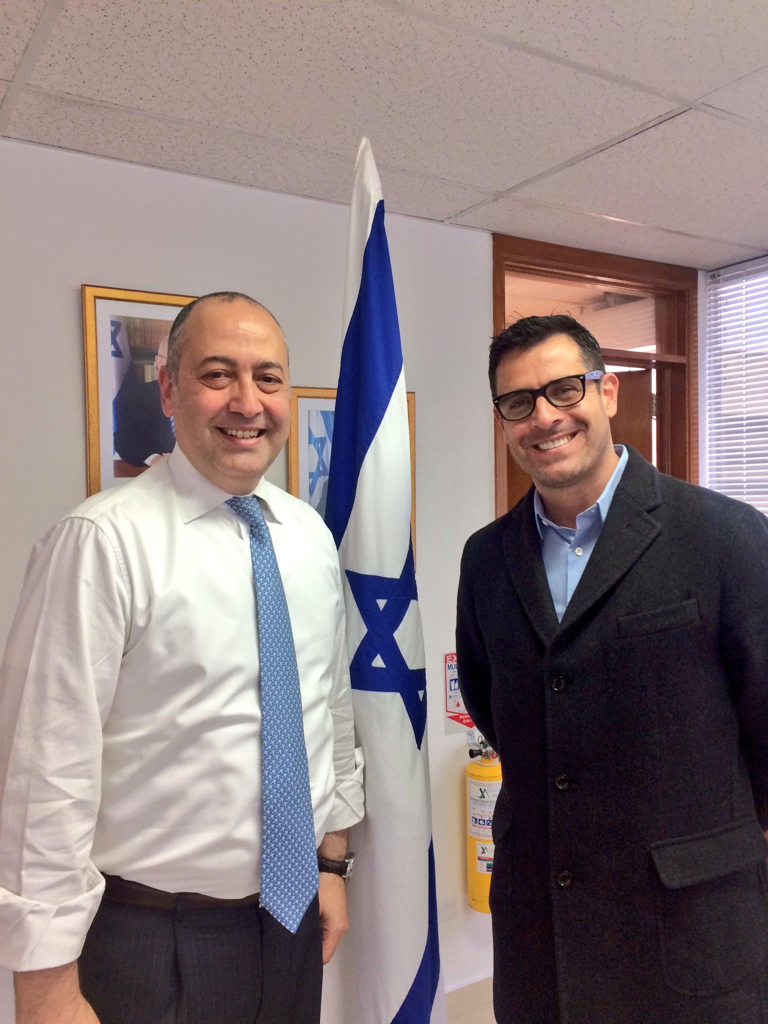 Embajador de #Israel🇮🇱 @MarcoCSermoneta se reunió con @NovoaRafaell para hablar temas de cooperación cultural https://t.co/BIfa47Hlwi