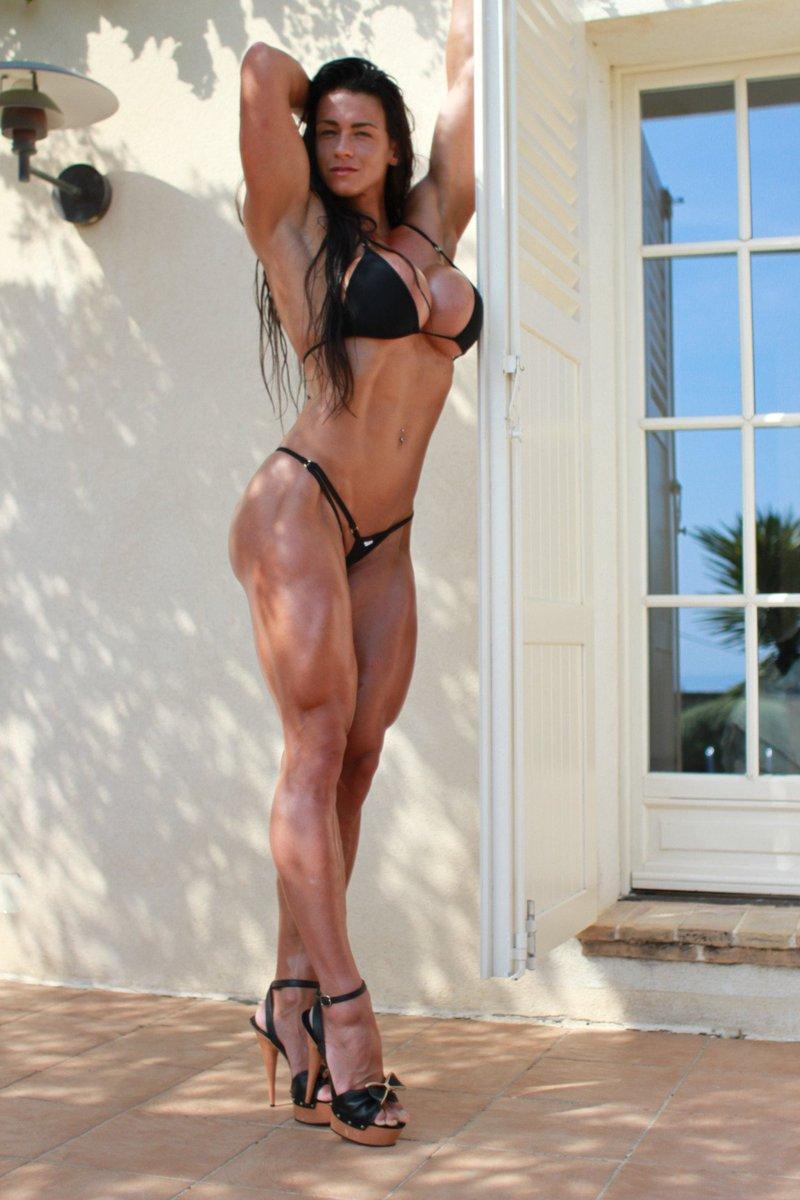 Chesty bodybuilder babe Ashton Blake posing naked in high heels № 1041861  скачать