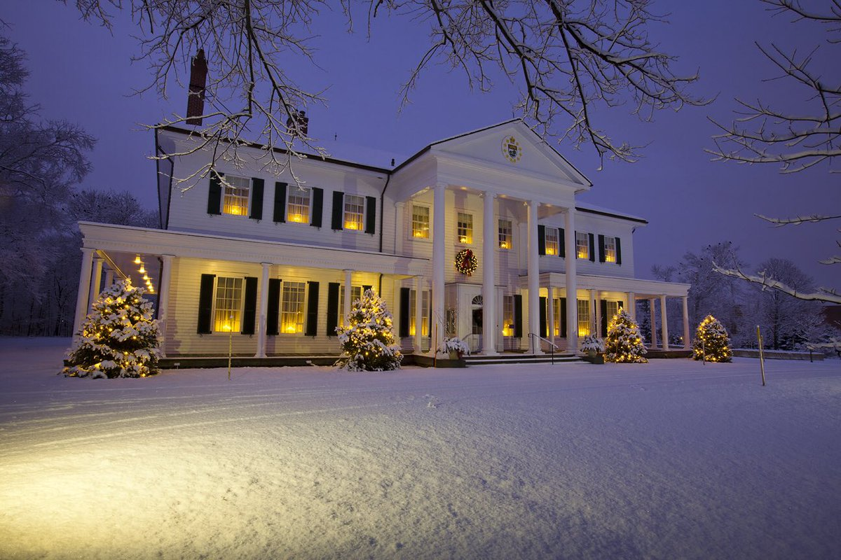 A2 There is something magical about the Holiday season on Prince Edward Island #CanadaChat https://t.co/gRGyFpNCW6