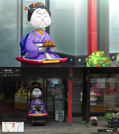 『ナゾトキネ』第7話。網野解音たちが社員旅行で訪れた水上温泉のイメージカットで描かれていた人形は、小荒井製菓の店頭にある