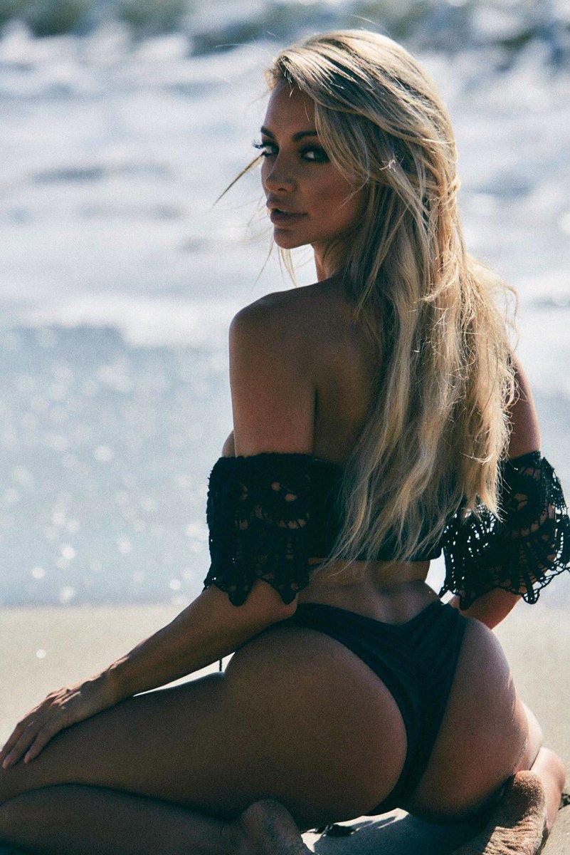I brought sand to the beach cuz my beach is better 💋 EG1qsZXHjb