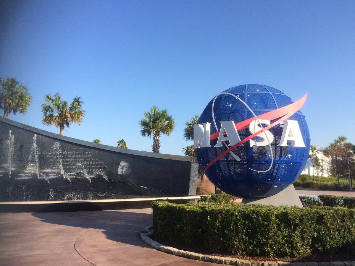 """NASAツアー、まずはフロリダ州オーランドのケネディ宇宙センターへ!スペースシャトル""""アトランティス""""の迫力がすごい〜!"""