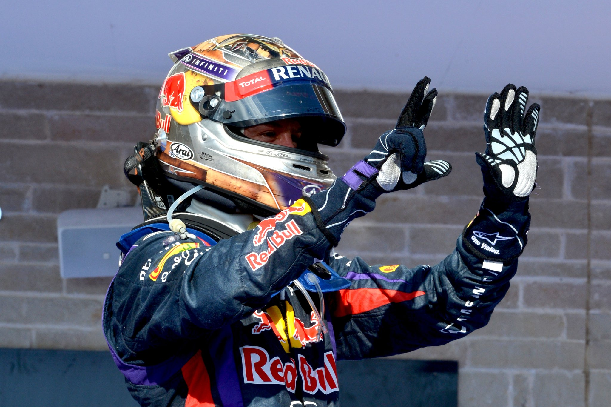 #AccaddeOggi: Il 17/11/2013 #Vettel vince ad #Austin lo #USGP, stabilendo il record di successi consecutivi in stagione (8) #F1 #SkyMotori https://t.co/nLT2FNh9X5