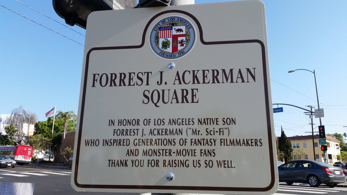Forrest J Ackerman Square being dedicated in front of House of Pies right now. #monsterkids #famousmonsters https://t.co/v00NSbcYHu