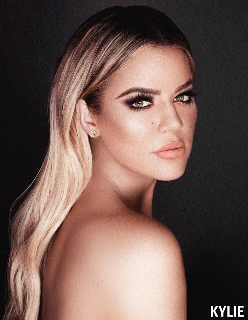 Second chance to get my limited edition KoKo Kollection lip kit TODAY at 2pm!! I'm wearing Khlo$ ???? @kyliecosmetics https://t.co/8yufaRXyJ2