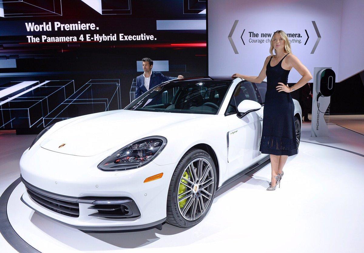 RT @AutosyMas: El Panamera 4 E-Hybrid muy bien acompañado de @MariaSharapova en el #LAautoshow @PorscheMexico https://t.co/xuxr4ZGoru