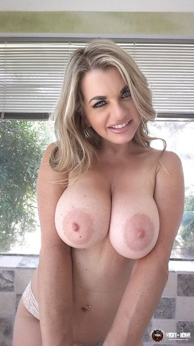 223 peeps to 750,000 followers?! RT to help get me there :) xo  https://t.co/4Uvx4K0MX9 https://t.co