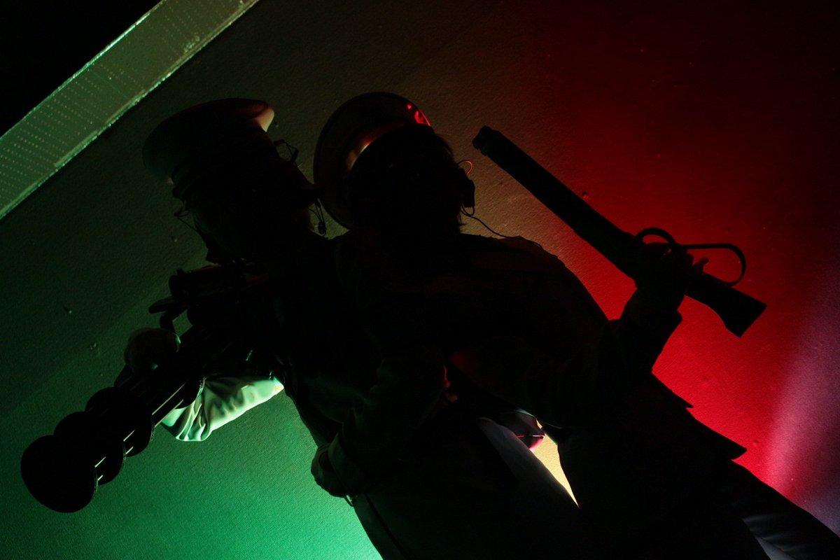 【青春×機関銃  藤本&緑 コス】緑さんは……俺が守るっスよ………シルエット&ストロボカラー撮影出来た❇三脚マン頑張った
