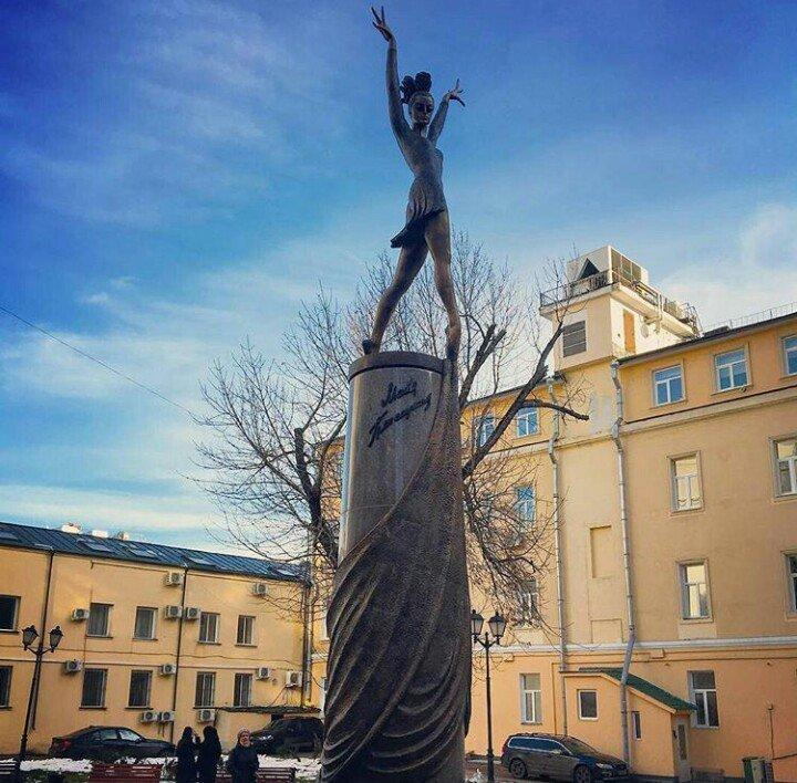 Памятник плисецкой в москве фото