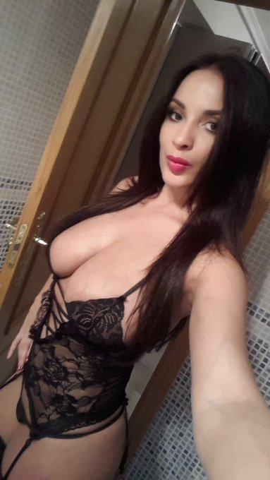 My outfit for my cam today on @CamSodaLive from 3pm-4pm pst time ( de minuit a 1h du matin heure francaise