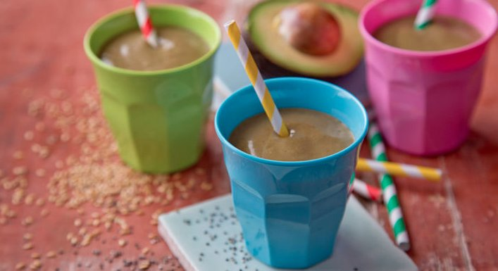 CHOCOLATE PEANUT BUTTER SMOOTHIEADD TO MEAL PLAN BY BERNARD BROGAN https://t.co/F00OP2K6Ra https://t.co/fx0xRg6DGo