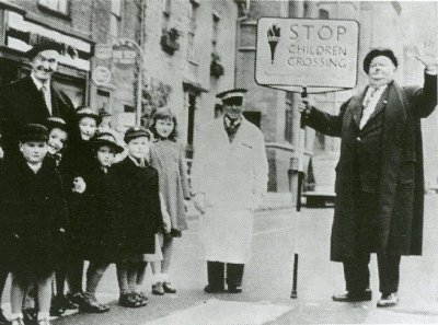 RT @Stan_And_Ollie: #LaurelAndHardy promoting #RoadSafetyWeek in Northampton. Week commencing 19th October 1953.  https://t.co/rysCicnHn8