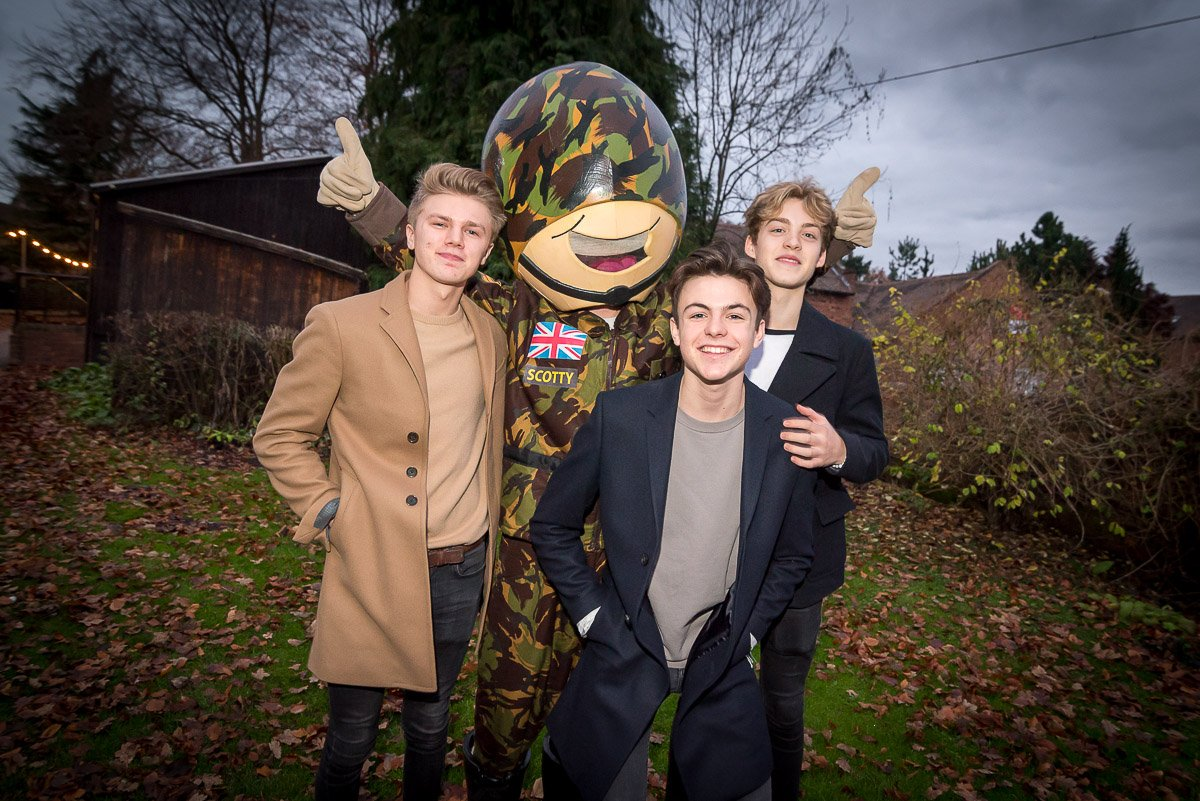 A huge thank you to @NewHopeClub for performing at the Scotty's Little Soldiers Xmas Party. https://t.co/rdm3q2NtyC https://t.co/HwcZ3BSQCA