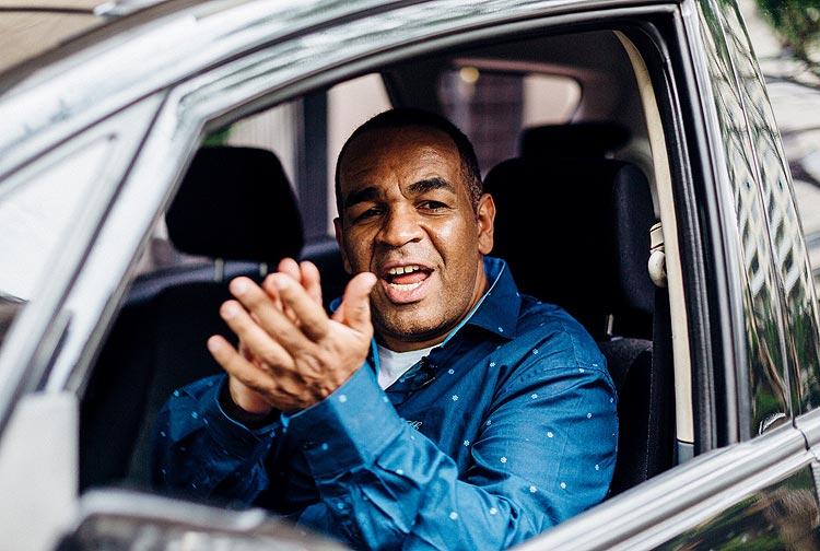 Músico do Raça Negra vira motorista de Uber e dá conselhos amorosos a passageiros https://t.co/xwiJ8lneJ7
