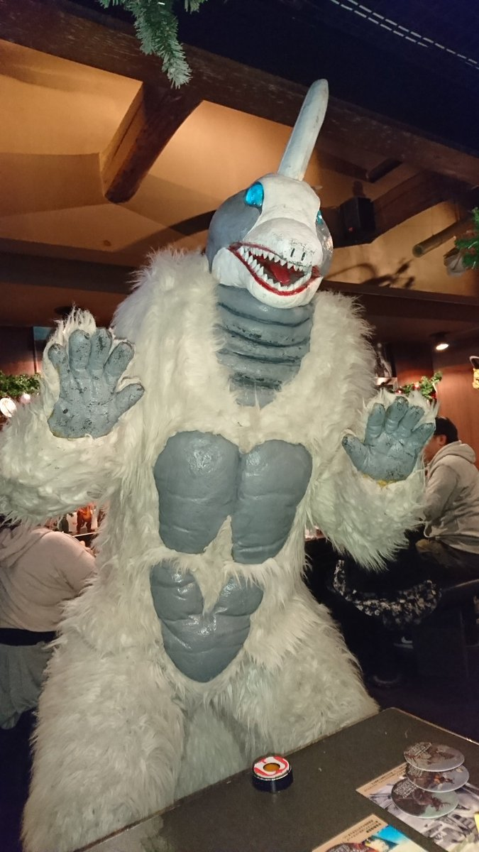 昨日の話ではありますがスノーゴンちゃんに会いに怪獣酒場へ行って来ました!一年ぶりのスノーゴンちゃんは相変わらずふわふわも
