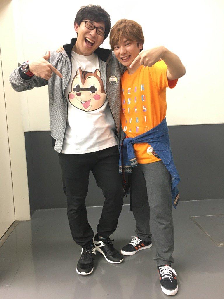 チア男子イベント!MCのWゆーきでパシャリ。くわっちーデザインのファンキーなTシャツ…プライベートでも着たい…<●><●