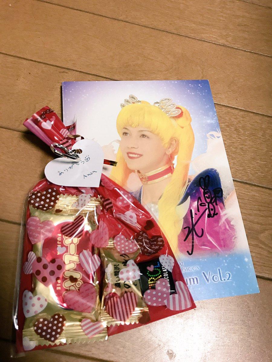 ANZAさんのライブ幸せ過ぎた💕私の中のセーラームーンはANZAが一番だな(*´꒳`*)これは一緒の宝物😍💕😍お菓子🍭ま
