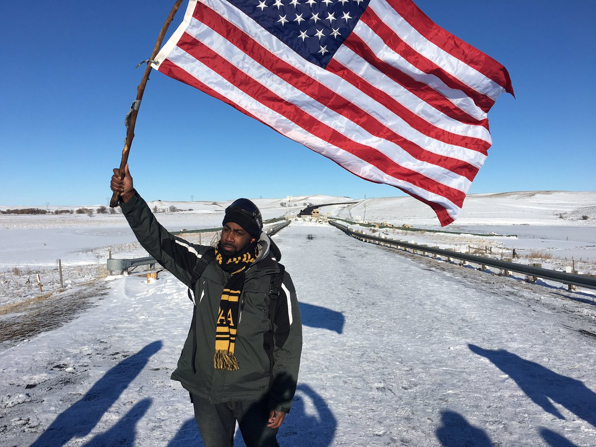 This is the front line of the demonstration at the #OcetiSakowin #standingrock https://t.co/vfLLlfKm9H