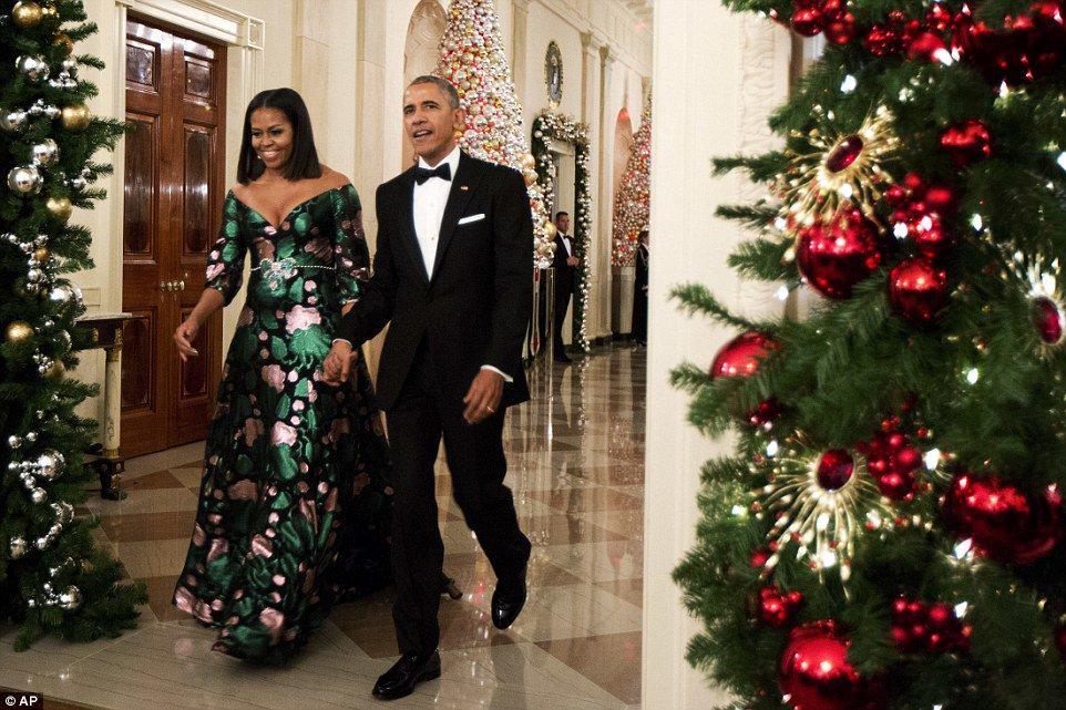 Barack Obama attends final Kennedy Center Honors gala as president https://t.co/Sp0rtF5gXB https://t.co/nWDrV2v7Lg