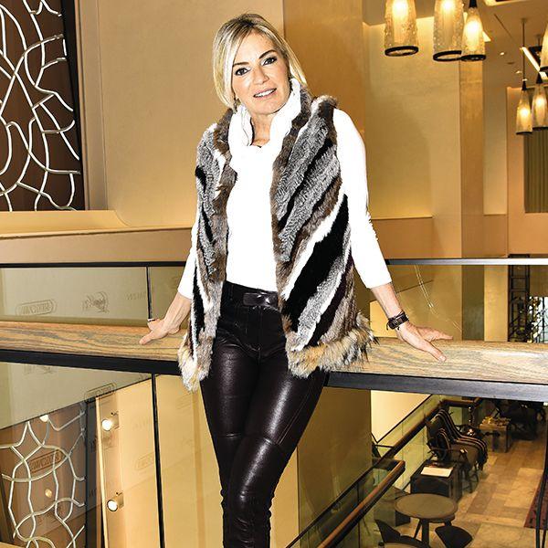 Mine Kalpakçıoğlu, deri pantolonuna yakışan tonda parçalarla çok şık olmuştu... Detaylar ALEM'de! https://t.co/bMQYYhyHe9