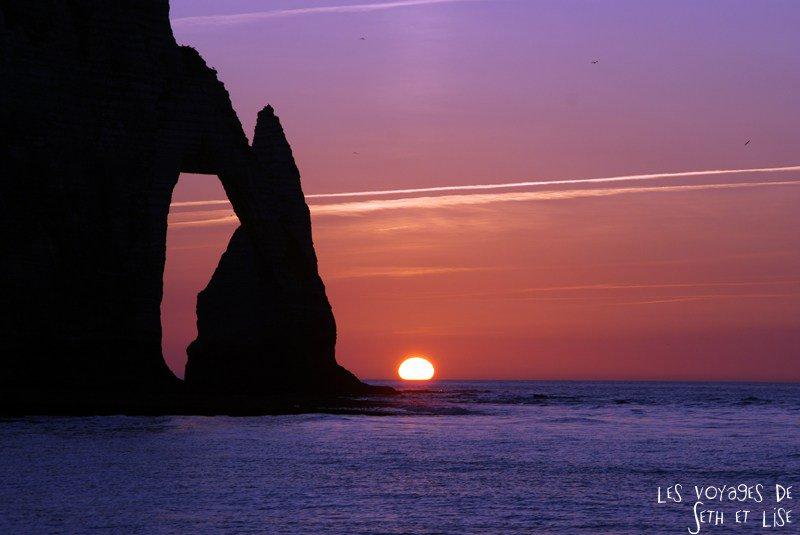 P1 Les falaises d'Etretat au coucher du soleil @JaimelaFrance_ @OfficeEtretat #Battlephoto https://t.co/JOHaSTIwlf