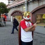 先日、都内12箇所にタイガーマスクWが出現!1.4特集のフリーペーパー「Spopre」を配布!アニメのスタッフもそのマス