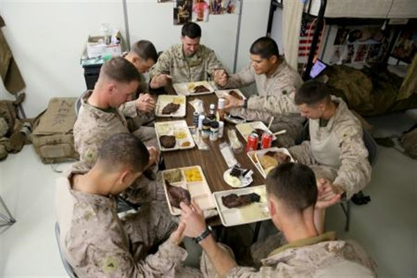 We want to thank all the men and women that can't be with their loved ones.  #happythanksgiving #since1775 https://t.co/qjKwVQ1Zw2