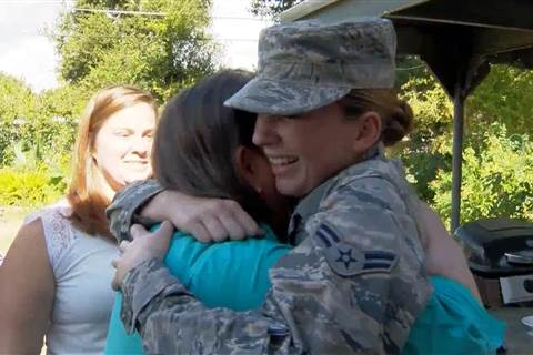 U.S. airman surprises family for Thanksgiving