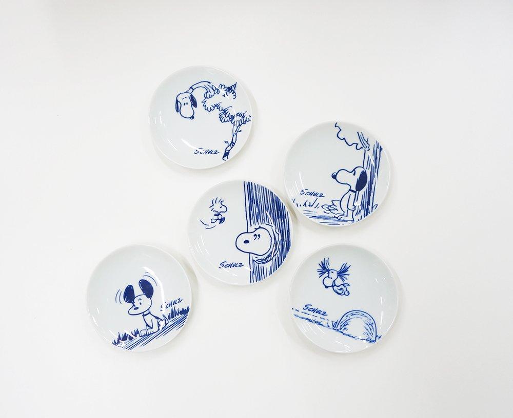 【ブラウンズストアから:おすすめアイテムのご紹介⑥「マメ皿」】有田の職人の手で作られた豆皿です。個性的なスヌーピー柄を5