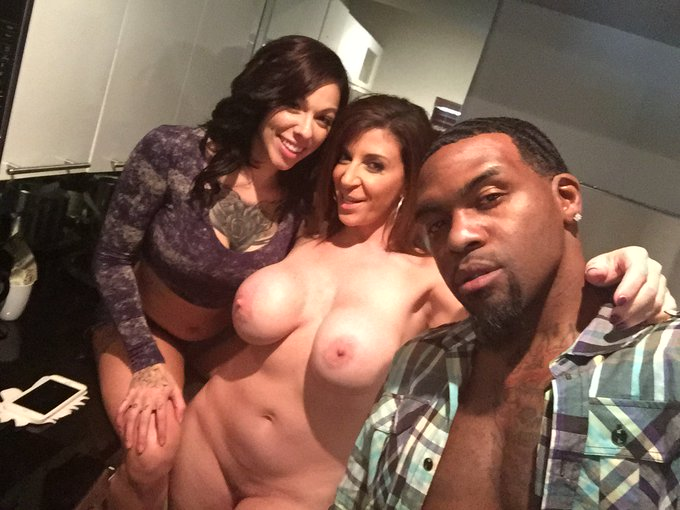 You know I'm always down for a hot 3sum! @ohfaakme @RomeMajorxxx #WydeSydeProductions #MajorWork https://t