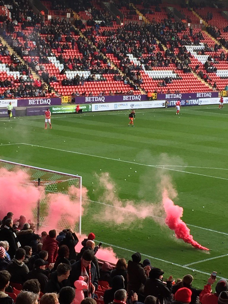 Game at the Valley halted as usual #cafc #sufc #TaxiForRoland https://t.co/bKeXAfl0lj