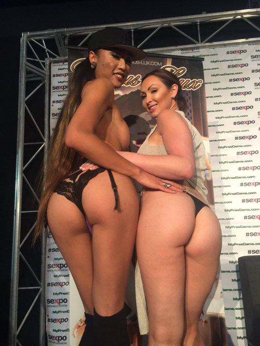 💛 her @VenusLux @SexpoAustralia #Bootie https://t.co/RVa6h1ghlK