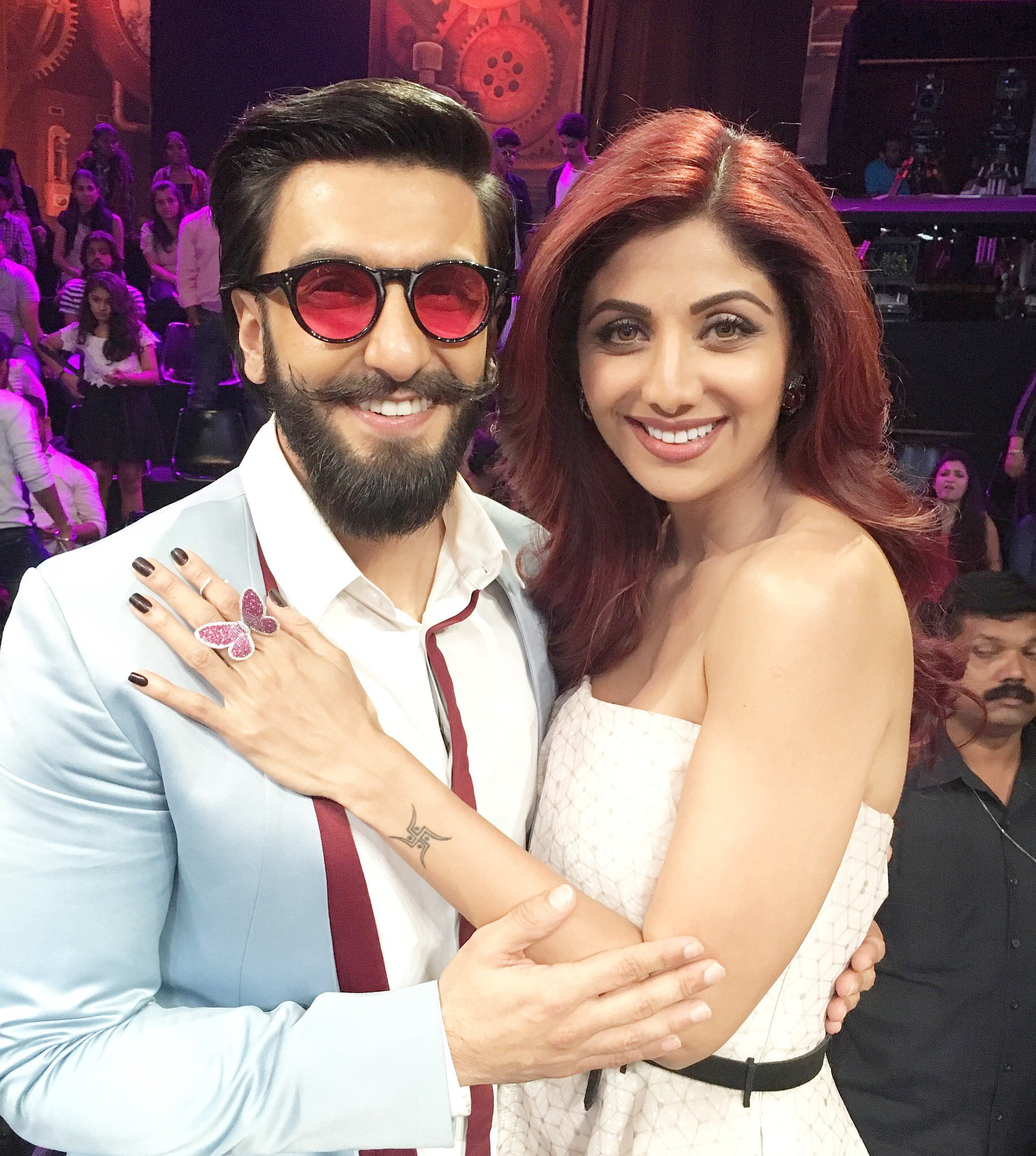With the amazing and full of energy @RanveerOfficial on the sets of #superdancer #funonset #befikre https://t.co/QvrOLoDHEj