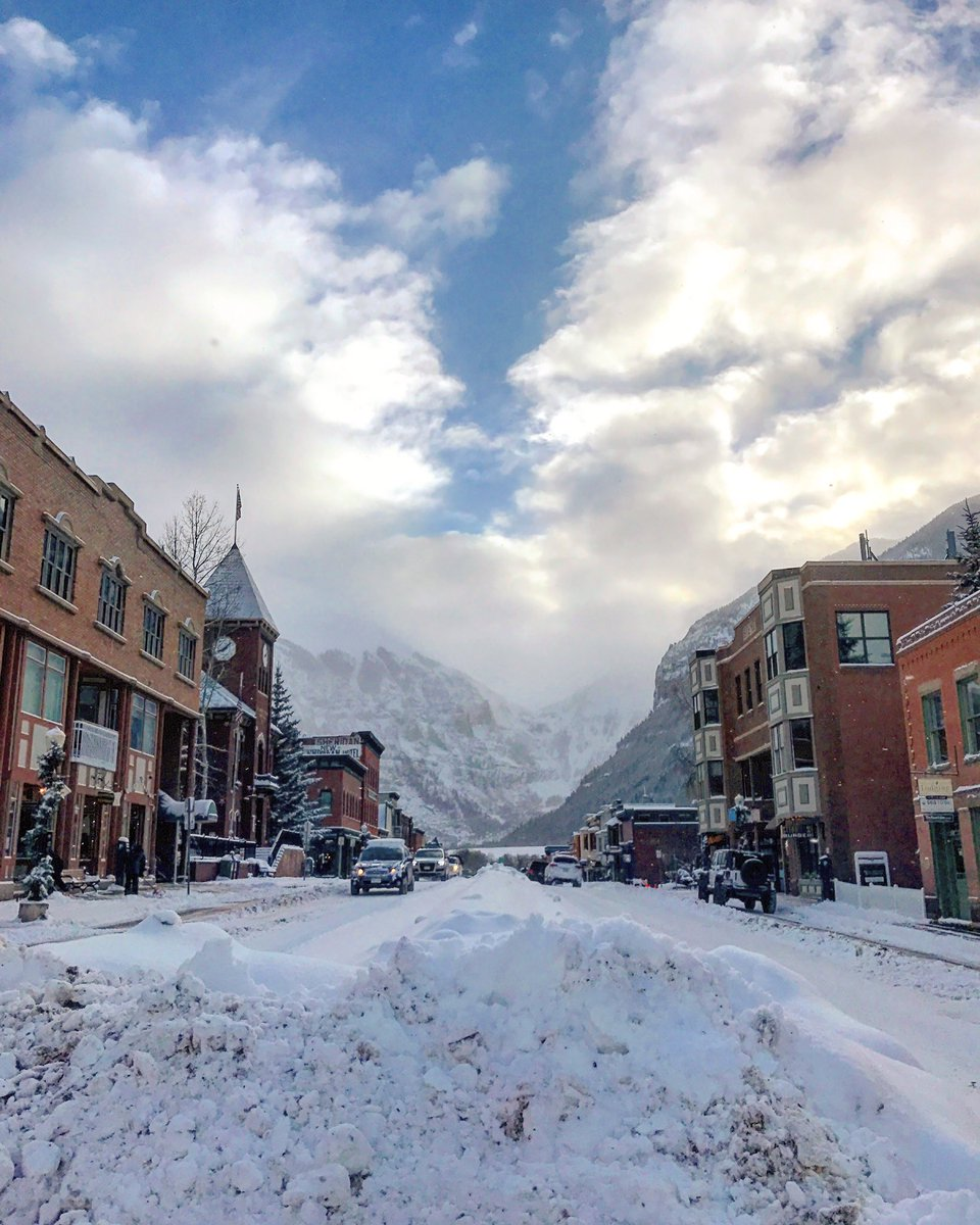 This is what town looks like today! Happy Magic Monday! #telluride #colorado #ski #snow #travel https://t.co/KUMYrqdQpu