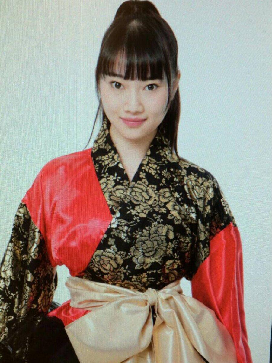 キリリと決めてます。「霊剣山〜叡智への資格〜」主題歌歌わせて頂きます!MVの衣装がこちら✨ #dmmyell