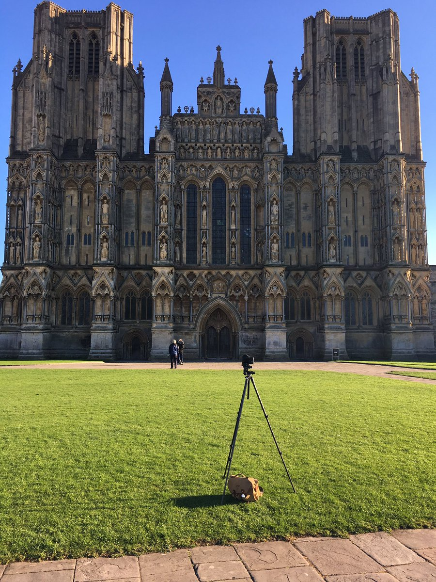 What a difference 3hrs makes at Wells Cathedral #architecture #photography https://t.co/PpxAeWyhhZ