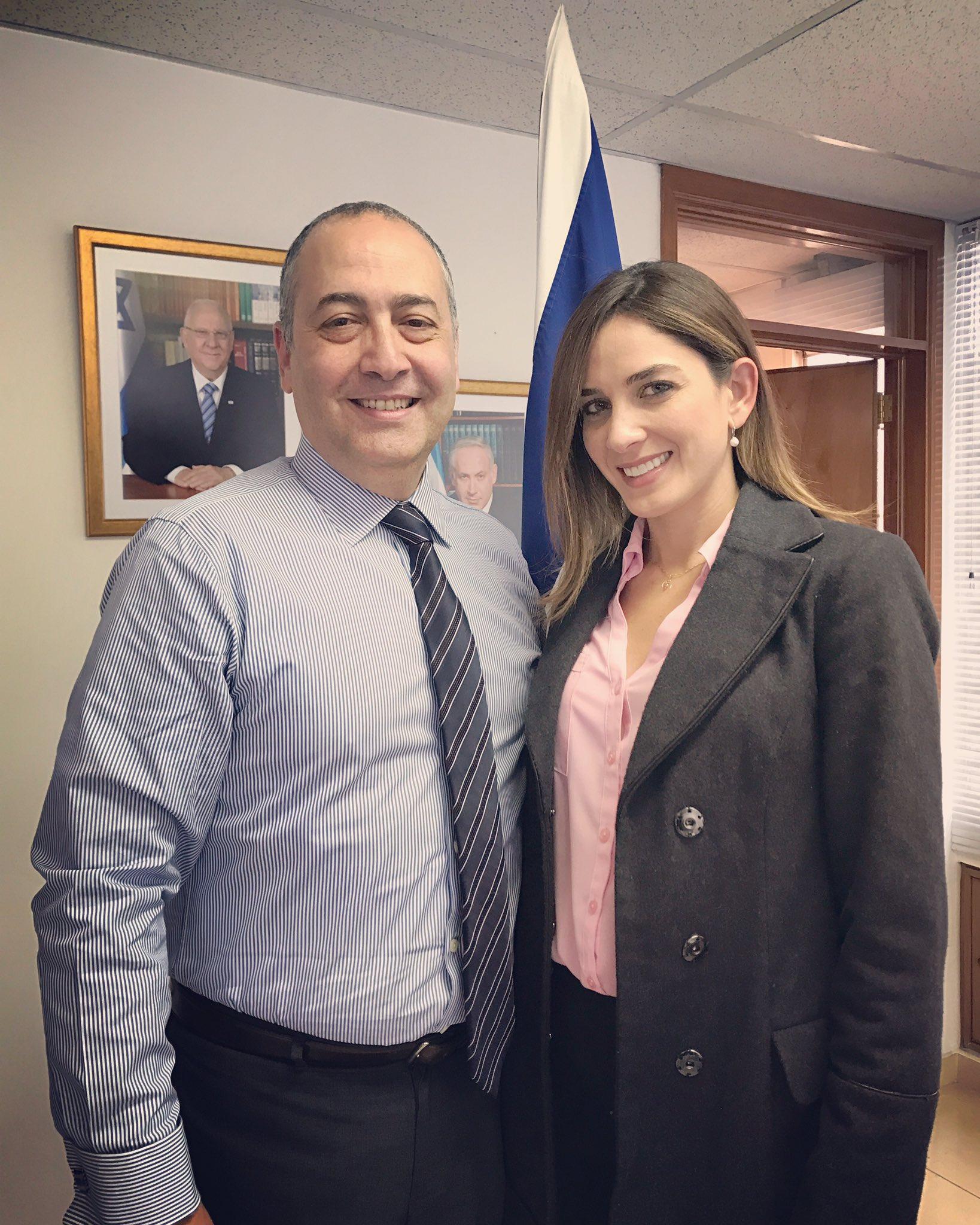 El embajador de #Israel @MarcoCSermoneta hablando de cooperación cultural con @AdrianaTarud  🇮🇱🇨🇴 https://t.co/48CAbZjpy2