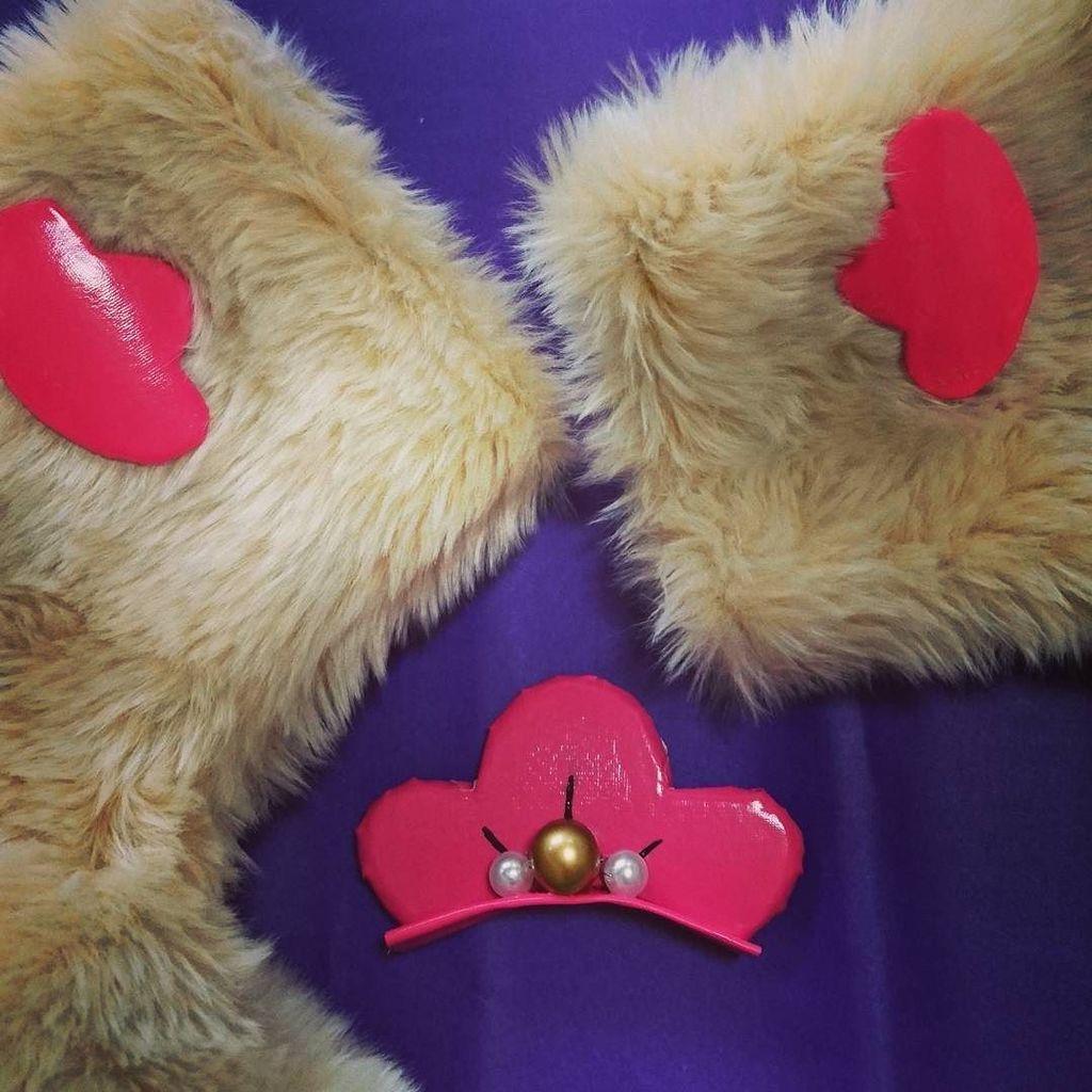 椿マークを付けました!#ユリ熊嵐 #椿輝紅羽 #椿 #ファー #コスプレ衣装製作