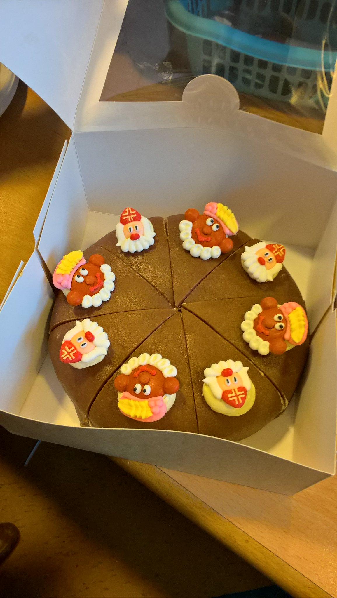 Opnieuw dank voor het heerlijke gebak van @FVatel ! Het fleurt onze #opruimdag leuk op! #opruimestafette https://t.co/yVTBUyQ1zV