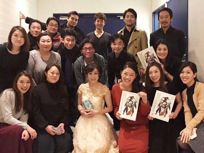 「テイルズ オブ ゼスティリア」試練神殿メドレーで、ソリストを務めた中川奈美さんとコーラスメンバーの一枚!みんな素敵な笑