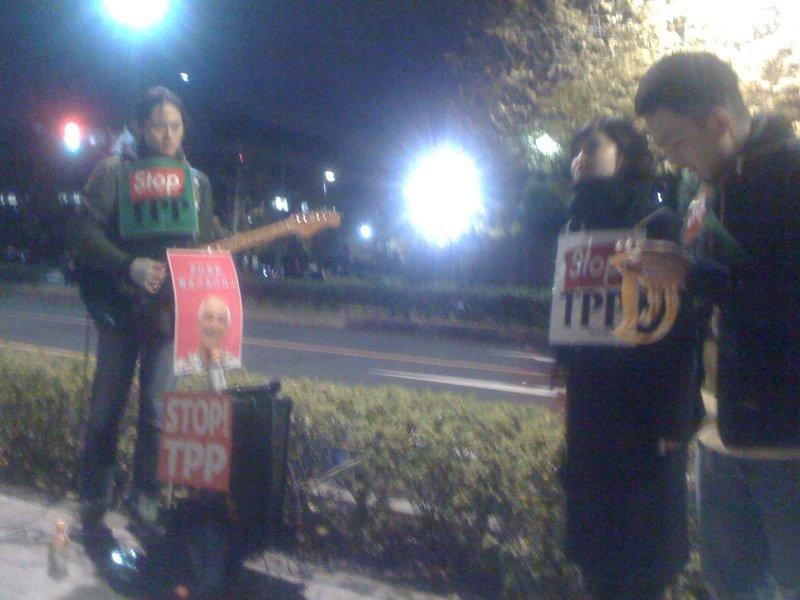 1202@参議院会館前 NAU Stop TPP Gatering 続いています!今日はジャンベにプログレッシブなE.ギ